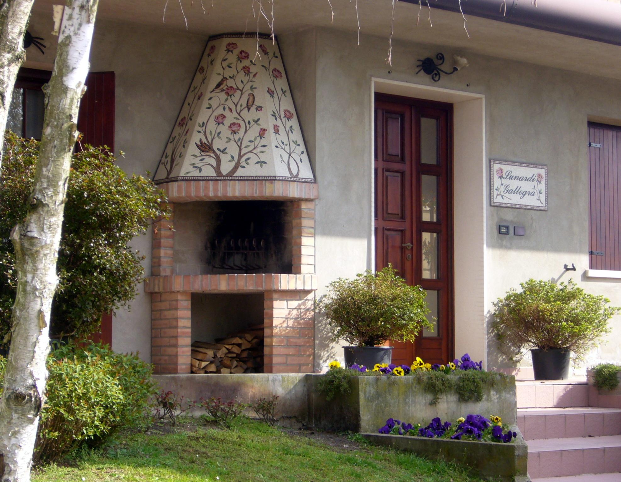 Camino esterno tema natura rita benzoni mosaici for Piani camino esterno